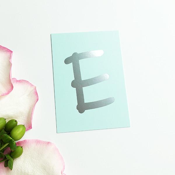 """Mini-Kärtchen """"E"""" - Silber & Pastell"""