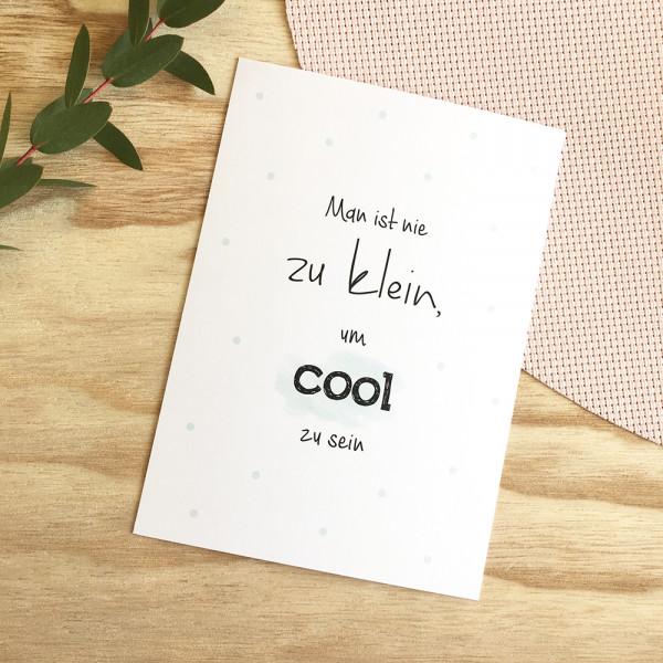 """Postkarte """"Man ist nie zu klein, um cool zu sein"""""""